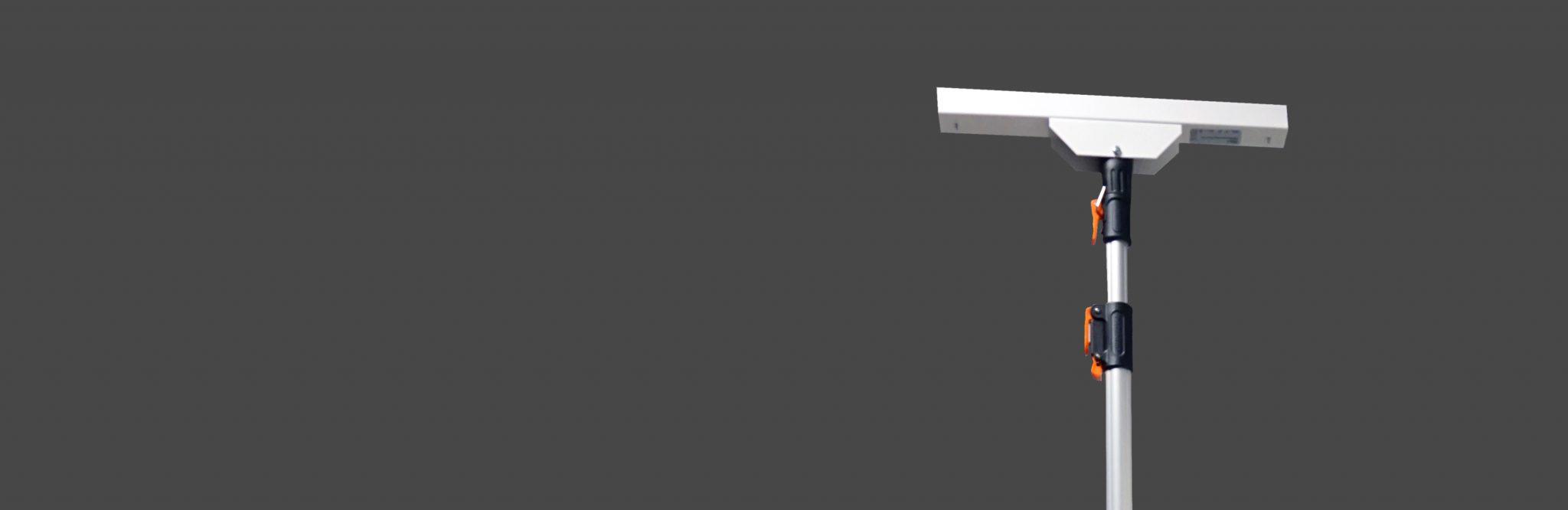 Pendelarmatur för dagligvaruhandel - FLOW. Här med transparent skärm.