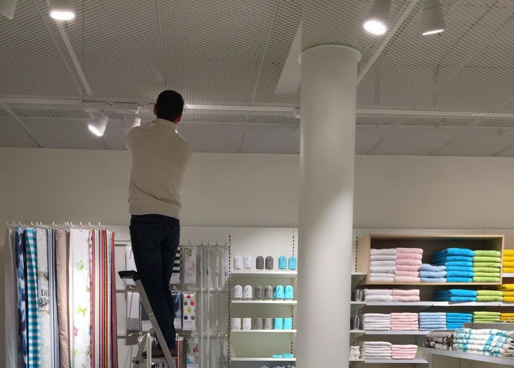 A Tego power track for Åhléns. Flexible track lighting is a big asset for the budding visual merchandiser!