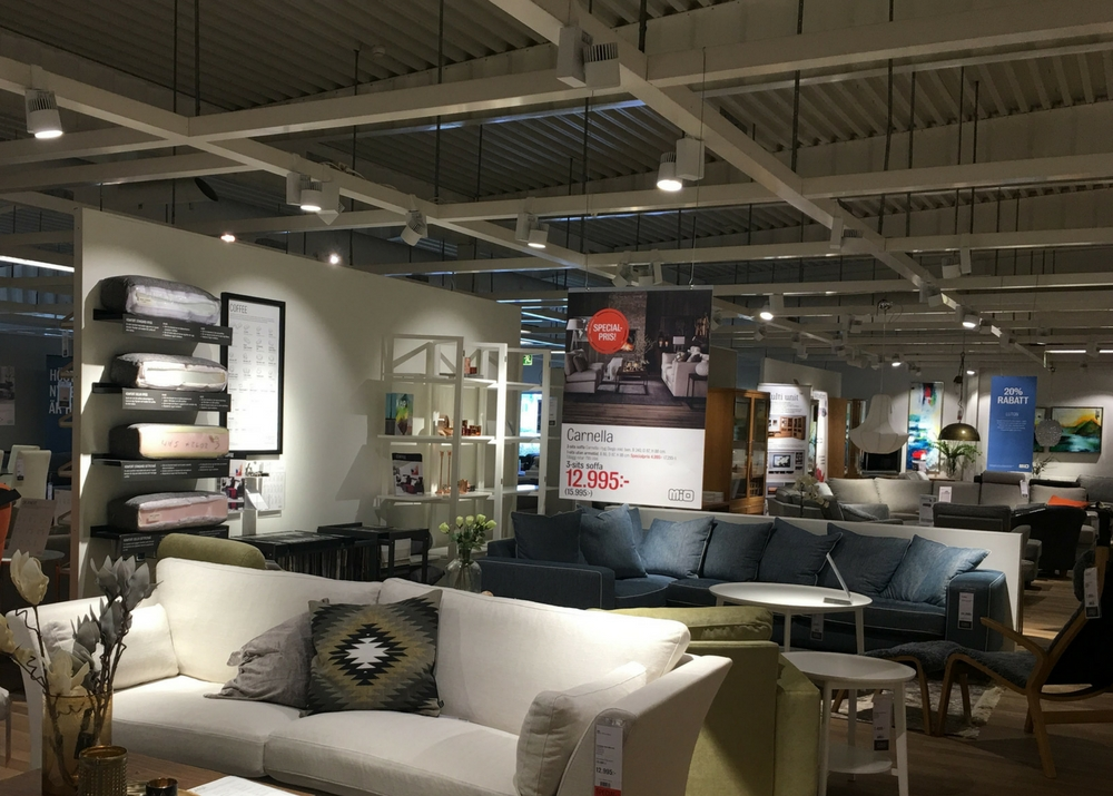 Tego spotlight PURE as hook-on, for Mio, a home furnishings and décor retailer.