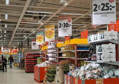 Never neglect these aisle-end product displays!