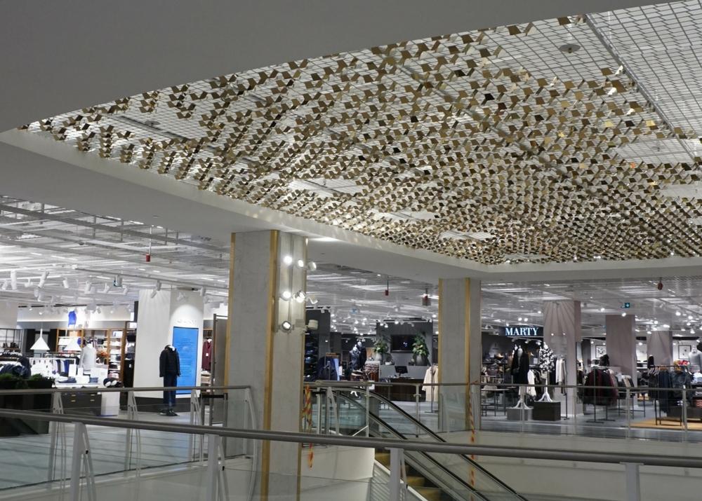 Ovanliga och häpnadsväckande varuexponeringar underlättas av flexibla belysning- och taklösningar. Ju mer kreativt desto bättre!